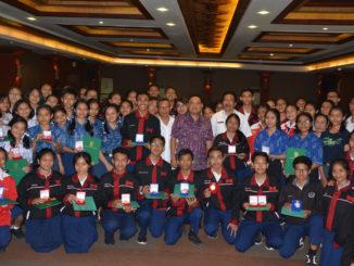 Peneliti Muda Denpasar Foto bersama walikota