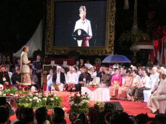 Gubernur Bali Wayan Koster menyapa Presiden Jokowi